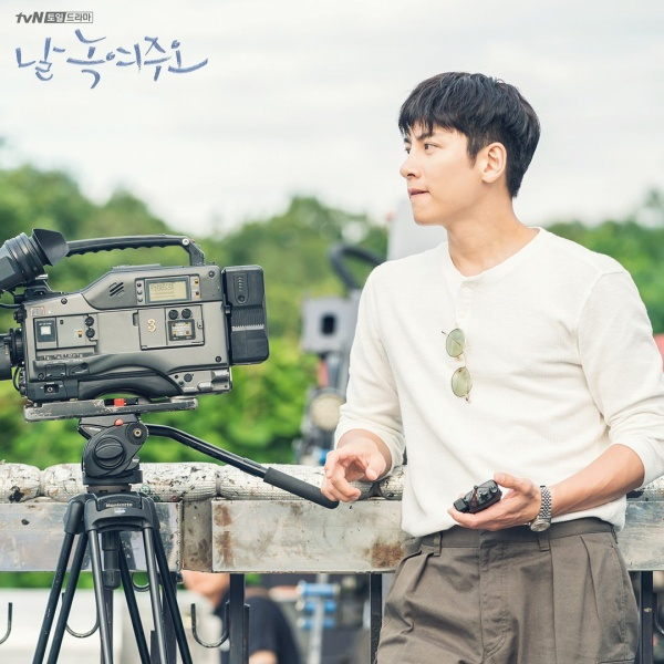 [K-Drama]: 'Melting Me Softly' released the next image of director Ji Chang Wook frozen for 20 years
